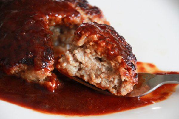 セブンイレブンの「オーブン焼きでうま味を閉じ込めた ハンバーグステーキ デミグラスソース仕立て」のレビュー