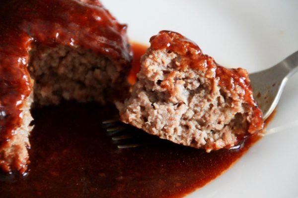 セブンイレブン「黒毛牛肉(アンガス種)使用 金の直火焼ハンバーグ」のレビュー
