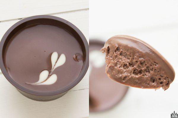 ラム酒の香りとナッツの食感が楽しめるガナッシュと、ビターなチョコを使用したケンズカフェ東京監修スイーツ。