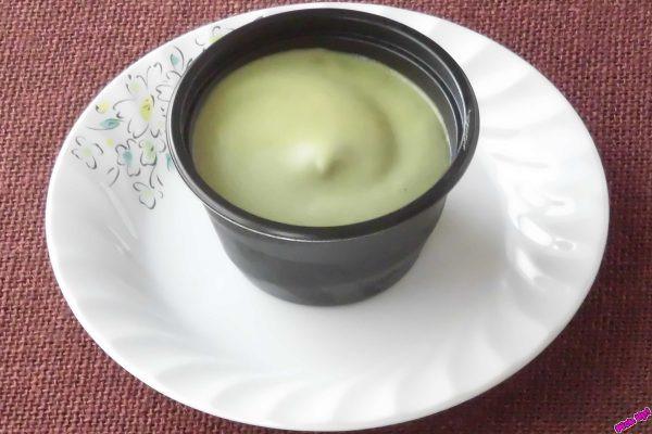 茶筅で点てたような泡を乗せ、底には北海道産きたまろんの粒あんを敷いた抹茶プリン。