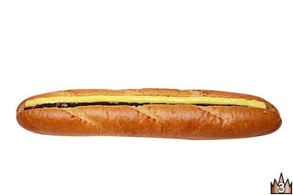 もっちり食感のソフトフランスに甘い粒あんと程よい塩気のバターをサンド。