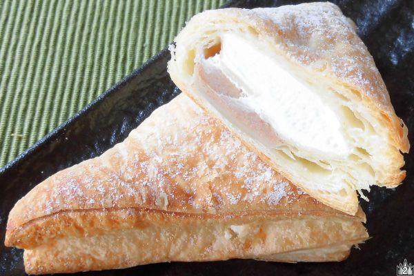 しっかり層になったパイと、たっぷりのホイップ、たっぷりのマロン。