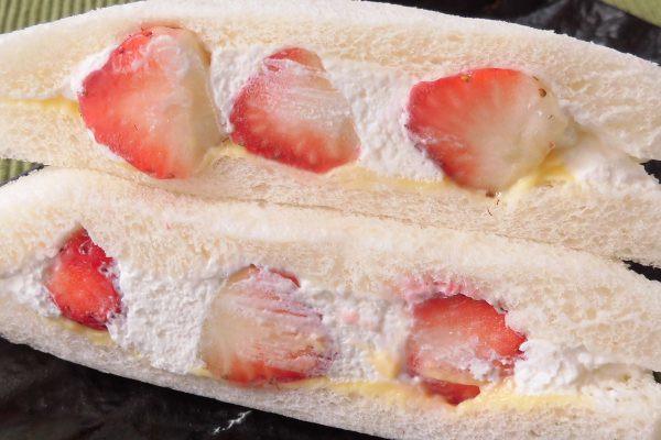 大粒のいちごを包み込む、たっぷりのホイップとカスタードクリーム。