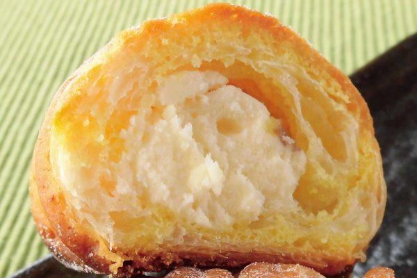 黄色いレモンクッキーでマーブル模様の生地、レモンカスタードはぽってりしています。