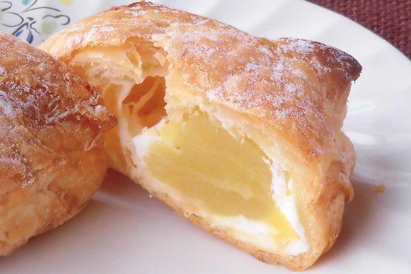 パイの中身はホイップとたっぷりの芋餡。