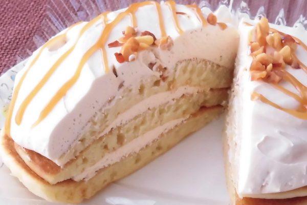 3枚のパンケーキの間にもしっかりとクリームが。