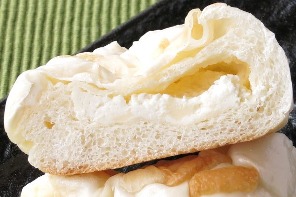 中に入っているのもやはり白いチーズクリーム。