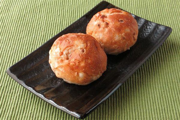 同じくフランスパン風の皮をかぶった丸いパン。