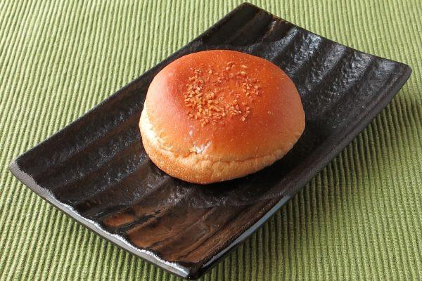 丸くて厚い、いわゆる菓子パンスタイル。