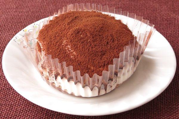 パンケーキとマスカルポーネクリームを、3層重ね合わせています。