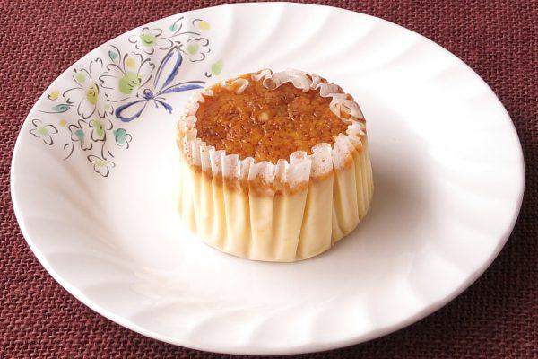 グラシンカップにおさまった、カップケーキ風のチーズケーキ。