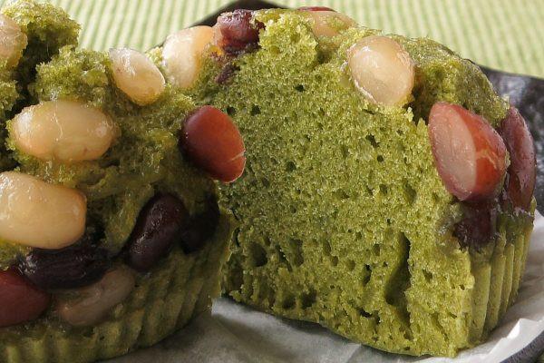 芯までしっとりきめ細かい抹茶生地、ホックリ粒感のある甘納豆。