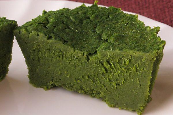 芯までみっしりと深緑が凝縮しています。