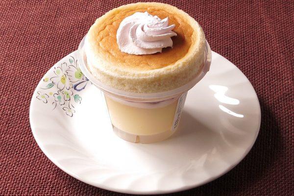 プリンのカップの上にスフレケーキを乗せたような、おなじみのスタイル。