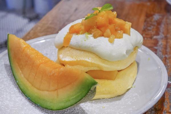 【実食レポ】メロン好きにはたまらない♡フリッパーズ新作《夕張メロンパンケーキ》