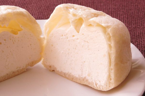 白い皮の中は純白の、アイスと化したホイップで充満しています。