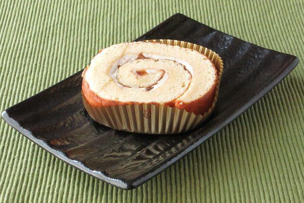 スポンジ生地仕様のカットタイプのロールケーキ。