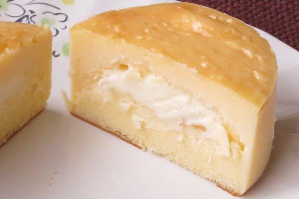 生地はしっとりベイクドチーズ、中にはとろりとチーズクリーム。
