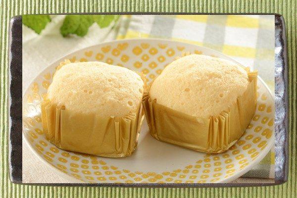 小麦粉の一部をたんぱく質におきかえた、しっとりのど越しよくチーズの味わい豊かな蒸しケーキ。