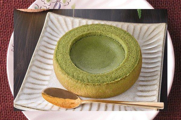 抹茶の緑に染まったバウムクーヘン。