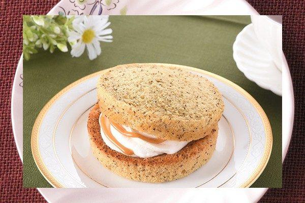 茶葉が混ぜ込まれた、ミルクティー色のシフォンケーキ。