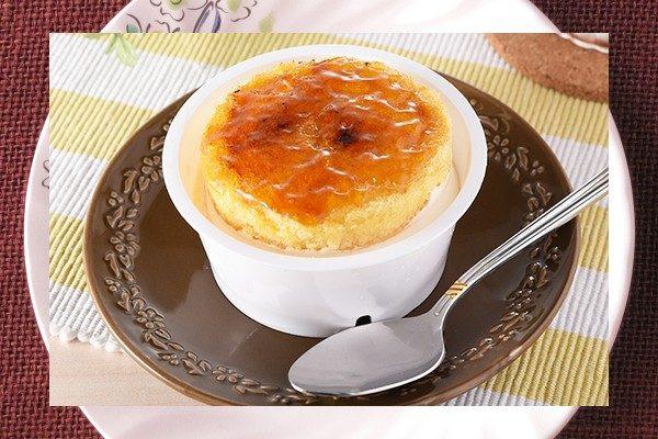 北海道クリームチーズ、パルメザンのパウダー、カマンベールのペーストを使用したブリュレチーズケーキ。