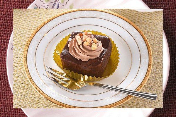テリーヌ型に仕立てられたガトーショコラ。