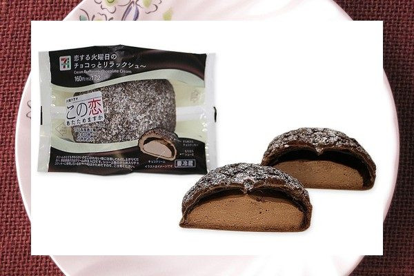もちもちの皮にホロッとした焼きチョコクッキー生地とサクッとしたザラメを乗せた新食感チョコシュー。