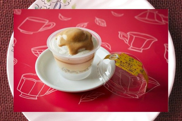 それぞれ紅茶風味のチーズクリーム・ホイップ・キャラメルソースにミルクティー風味のソースを合わせたふんわり生チーズケーキ。