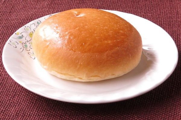 きれいな焼き目がついた丸いパン。