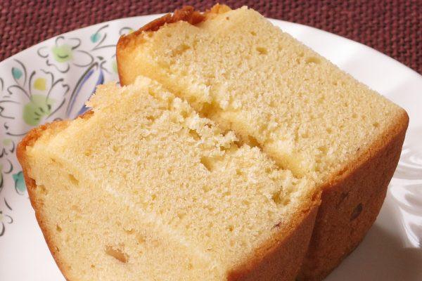 その厚み、4枚切りの食パンほどもありそうな生地に混ぜ込まれたヘーゼルナッツ。