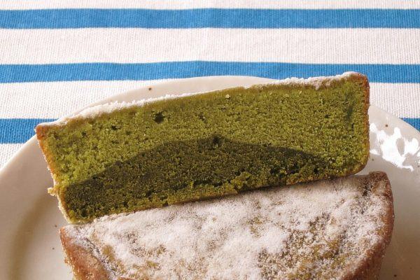 明るい緑と濃い緑、二層の抹茶生地が重なっています。