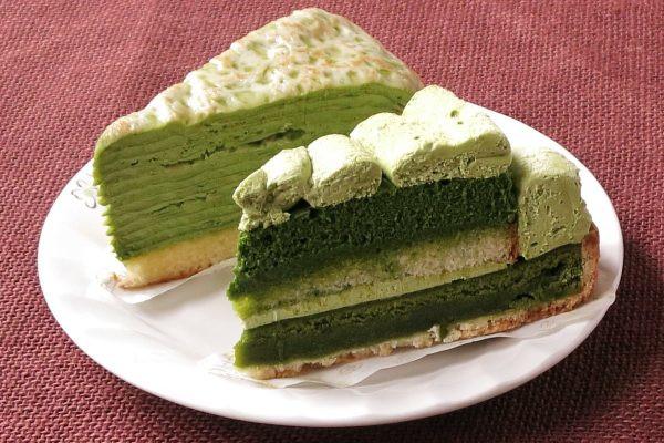 落ち着いたパステル調の緑のケーキ2種。