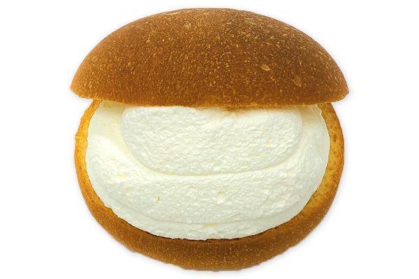 ホイップクリームとカスタードをたっぷり、歯切れよいブリオッシュに挟んだイタリア生まれのスイーツ。