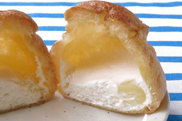 皮の中には白いチーズクリームと、半透明のレモンソース。