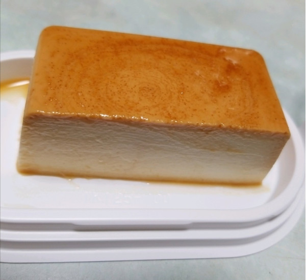 セブン新作「イタリアンプリン」は、見た目も食感もチーズケーキ!!